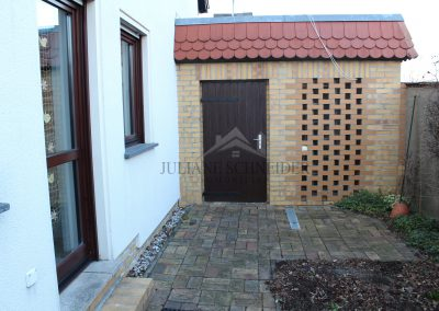 Zugang vom Garten zum Haus & zur Garage