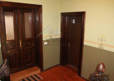 Wohnungseingangstür & Aufzug