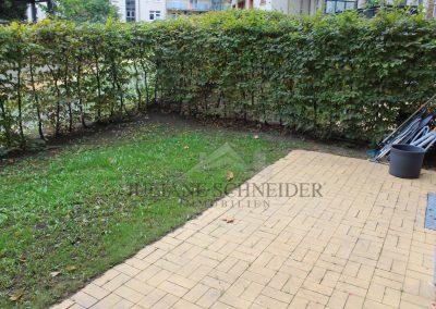 Terrasse und eigener Gartenanteil