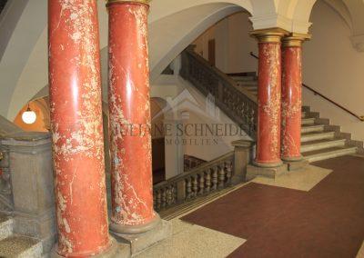 imposantes Treppenhaus mit wunderschönen Säulen