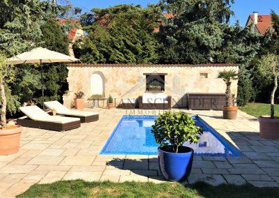 mediterranes Grundstück mit beheizbarem Pool
