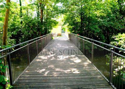 Brücke zum Gemeinschaftsgarten