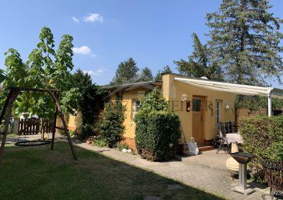 Garage mit Partyraum und überdachter Terrasse