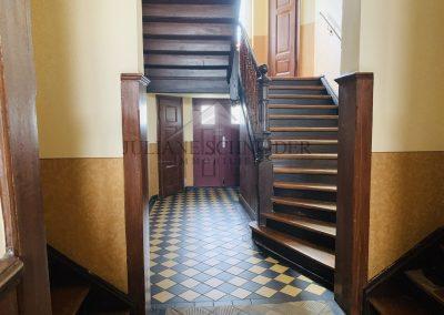 Hauseingang-Treppenhaus